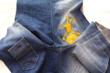 отстрачиваем шов на детских джинсах