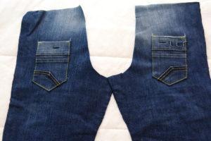 притачиваем задние карманы на детские джинсы