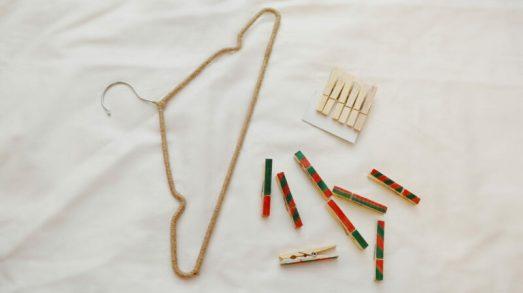 декор вешалки и прищепок для новогоднего адвент календаря