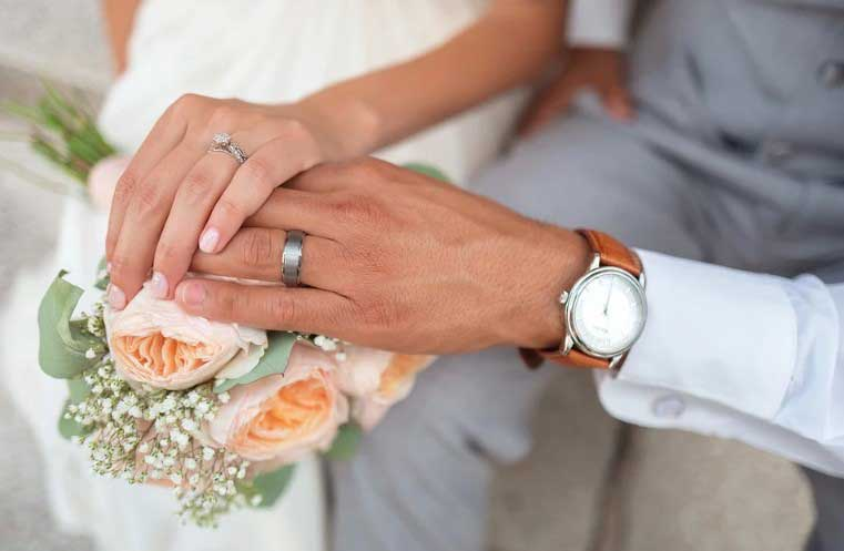 Момиче се омъжи за по-възрастен