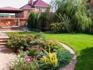Ландшафтный дизайн дачи и цкрашение цветочными насаждениями