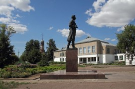 памятник кирову