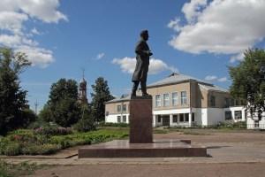 памятник Кирову в Уржуме