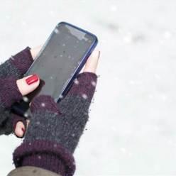 Почему стоит прятать смартфон в тепло на морозе