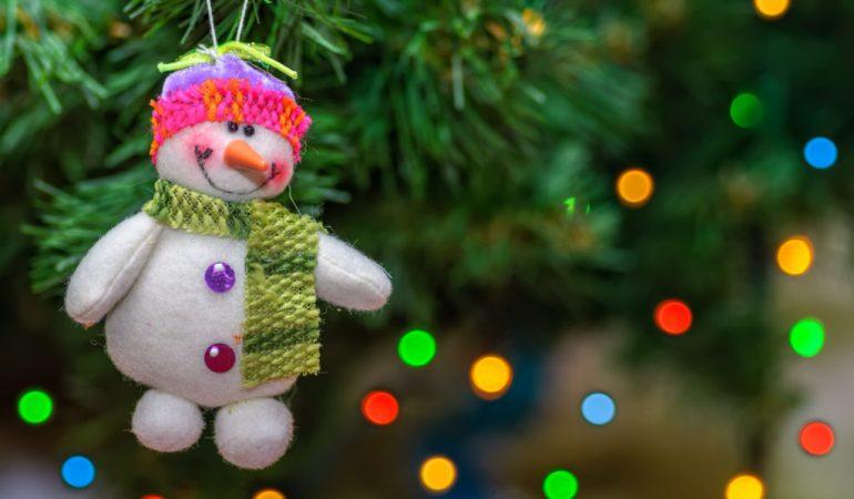 Когда по правилам нужно убирать новогоднюю елку