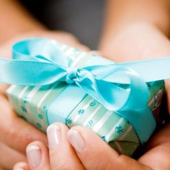 Почему русские боятся передаривать подарки