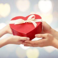 Сколько россияне готовы потратить на подарки к 14 февраля