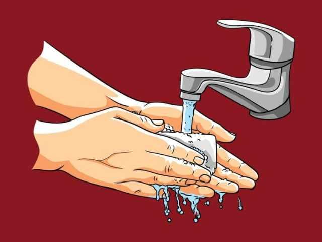 Мытье рук водой с мылом убивает бактерии