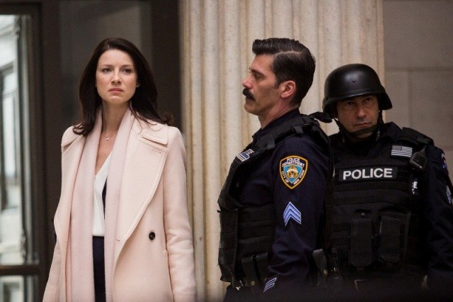 Caitriona Balfe (Diane Lester) and Anthony DeSando (Officer Benson) in TriStar Pictures' MONEY MONSTER.