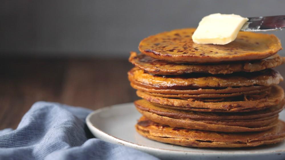 Pumpkin Spice Protein Pancakes 1000x560