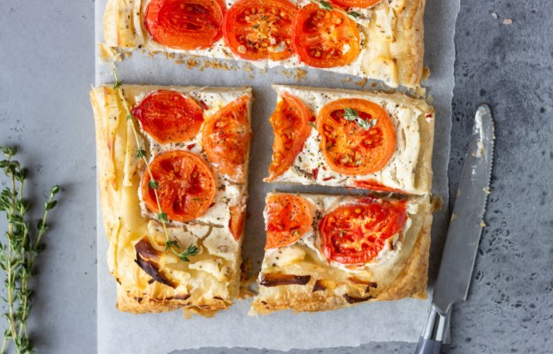 Herbed Ricotta and Fresh Tomato Tart | Easy and Healthy Lunch Ideas To Fuel You Up