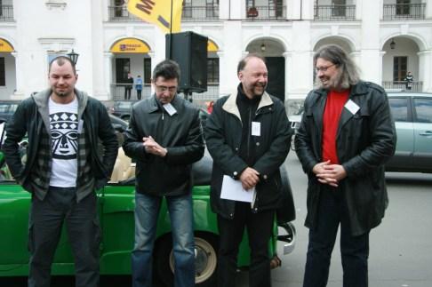 Дмитро Лазуткін, Сергій Руденко, Андрій Курков та Сергій Пантюк готуються до інсталяції