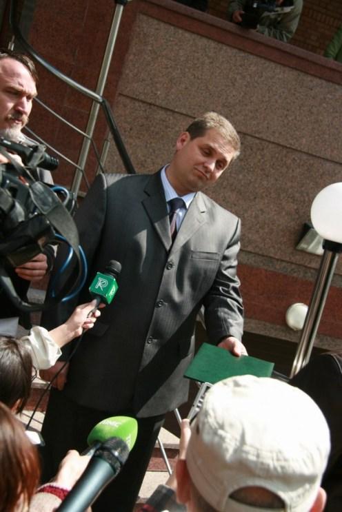 Працівник відділу безпеки ООН Сергій - людина маленька. Але листи обіцяв передати адресатам