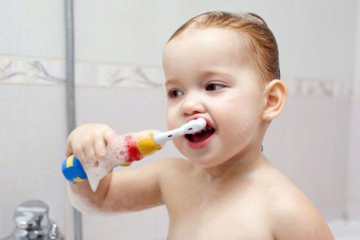 Почему нужно менять зубную щетку и как часто надо покупать новую