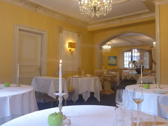 The hotel restaurant Le Prieuré.