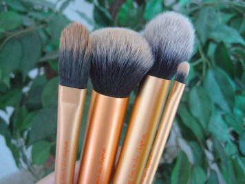Real Techniques Core Collection Brushes V's on Fleek blogger Panama