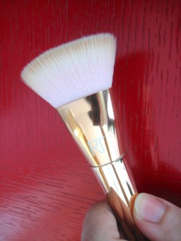 Real Techniques Flat Contour 301 brush Bold Metals Collection V's on Fleek blogger