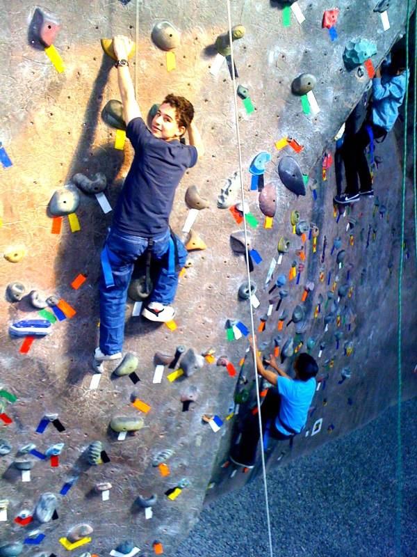 Freshmen Shabbaton Rock Climbing Vths