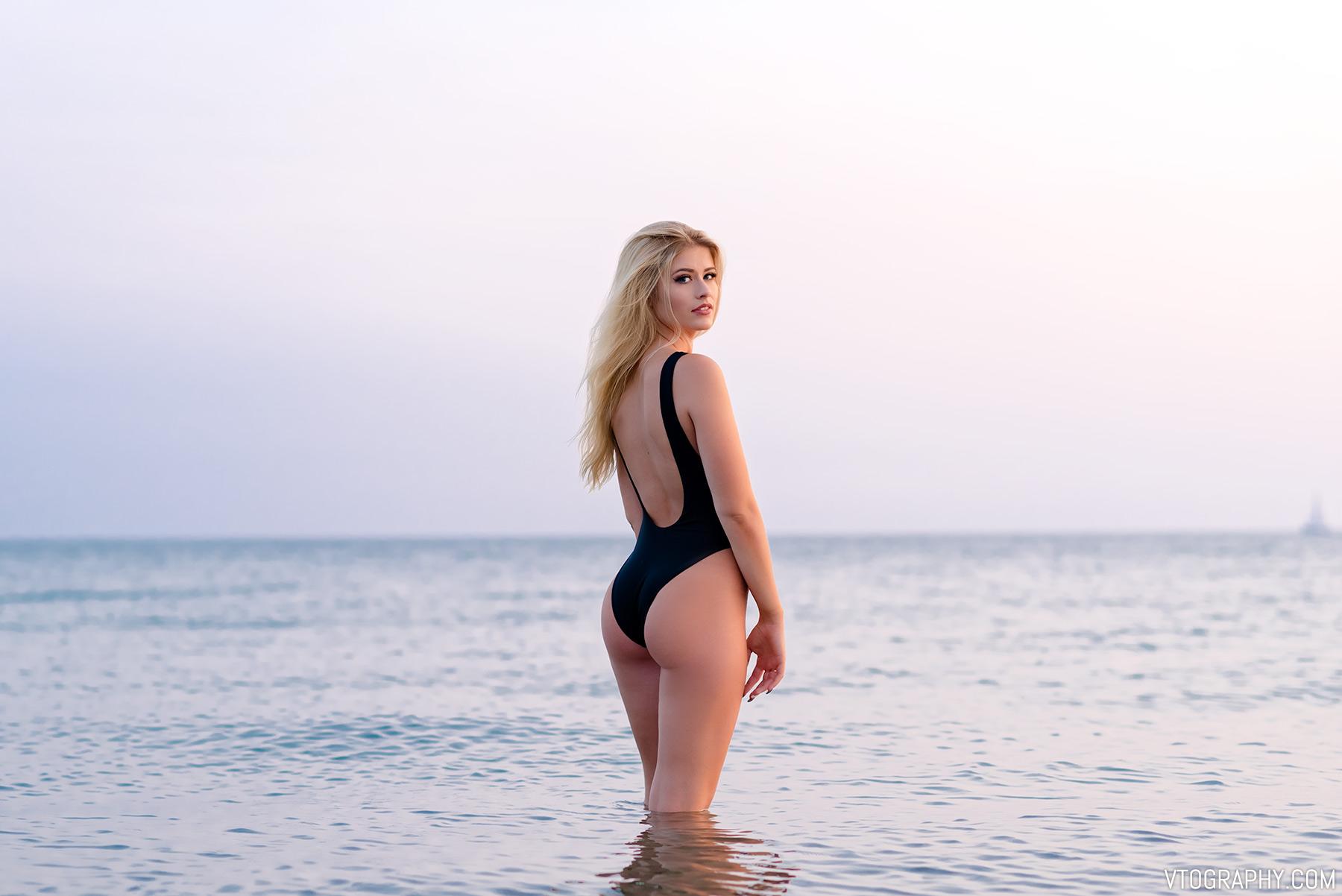 Beach photo shoot with model Sami