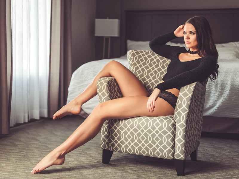 Boudoir photo shoot with model Kelsie in a hotel