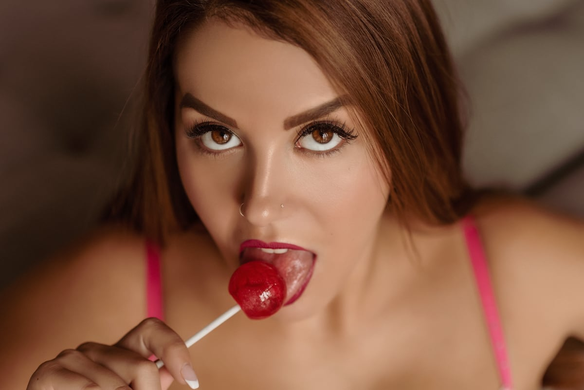 Victoria Nude Lollipop Photo Shoot