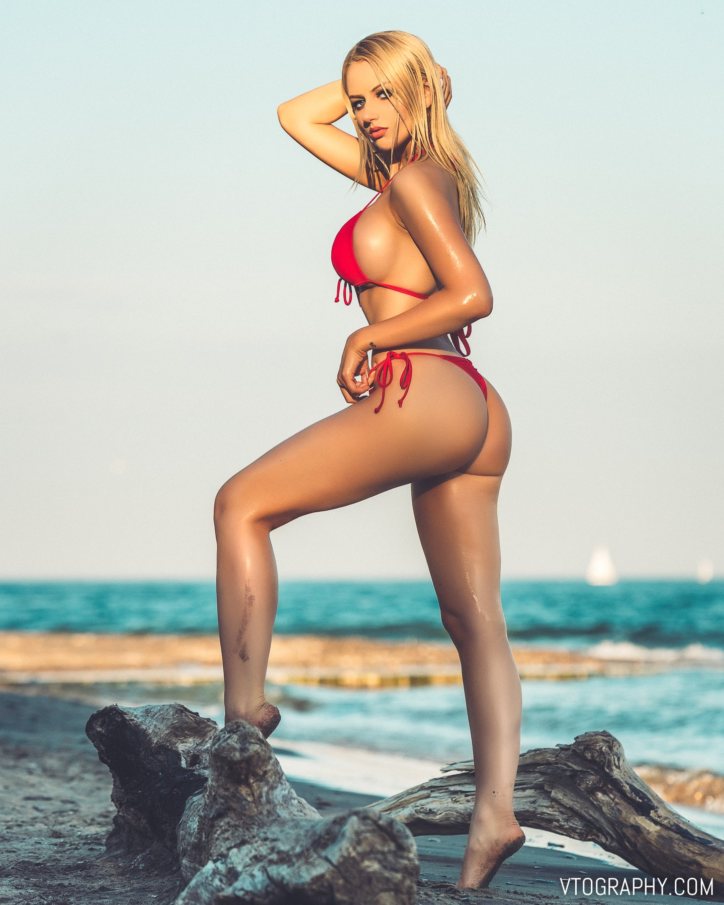 Valerie Muren nude beach photo shoot