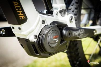 Autre travail de la marque vosgienne : les carters/sabots moteur développés spécifiquement pour maximiser la protection et respecter le besoin de refroidissement du Bosch Performance CX.