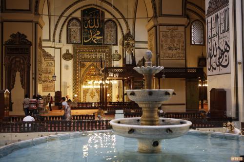 Bên trong đại thánh đường Ulu Cami