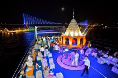 mot chuyen di hai diem den - night bosphorus tour