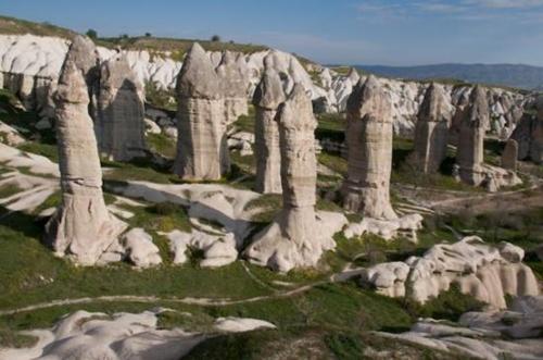 cột đá có hình thù nhạy cảm ở cappadocia