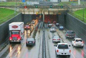 圖:卑詩省府16日公布,99號公路由列治文通往三角洲的改善工程,將以十線道收費大橋取代公馬西墜道。(易達攝影)