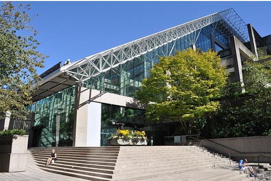 圖:溫哥華市中心的法院主要入口。(維基百科 / Joe Mabel) https://upload.wikimedia.org/wikipedia/commons/5/5e/Vancouver_-_law_courts_01.jpg