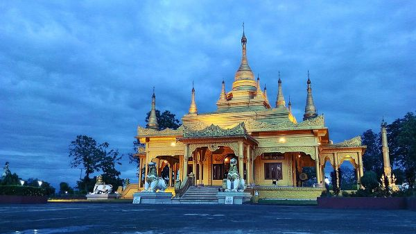 Golden Pagoda, Namsai, Arunachal Pradesh. (Image: Jim Ankan Deka via wikimedia CC BY-SA 4.0)