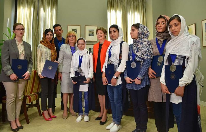 Afghan_girl_robotic_team