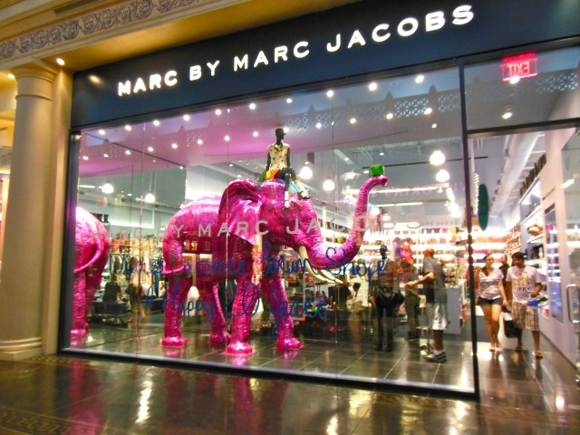 Marc by marc jacobs, marc jacobs storefront, Vue45, Retail, Visual Merchandising, How To Create Window Displays, Best Window Displays, Beautiful window displays, beautiful store fronts, beautiful storefronts, best storefronts, how to create storefront, storefront design, brand new vue