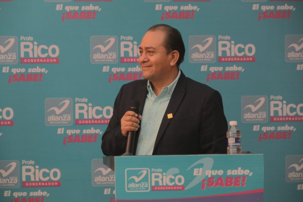 Profe Rico destaca por ser el único maestro candidato a la gubernatura del estado