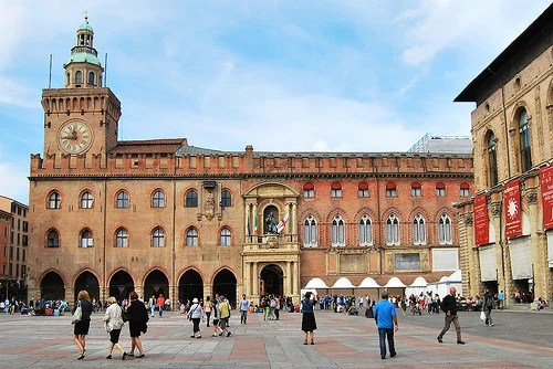 El Palacio de Accursio de Bolonia, toda una obra de arte y ...