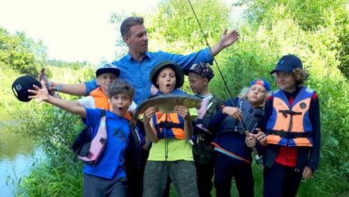 Vaikai sugavo didžiulį šapalą museline meškere