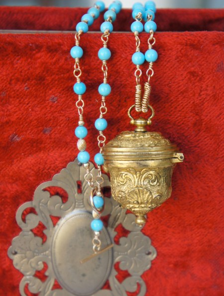 18th century snuff box with turquoise chain.