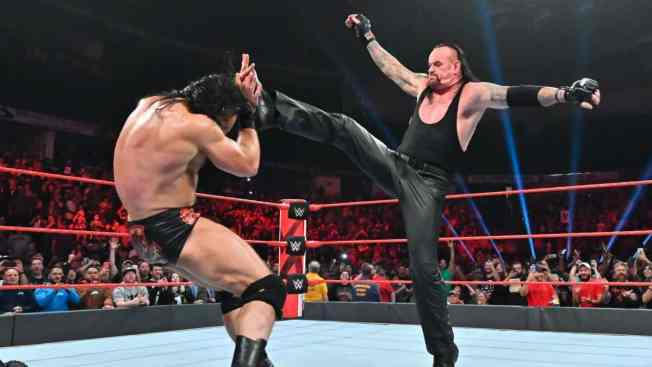 The Undertaker big boots Drew McIntyre in the face