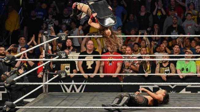 chair assissted moonsault from Io Shirai
