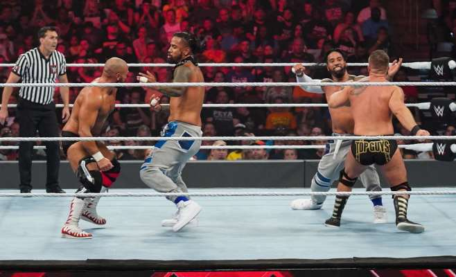Extreme Rules 2019: Usos vs. Revival