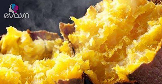 Nướng khoai bằng lò vi sóng ngon như nướng bằng bếp than