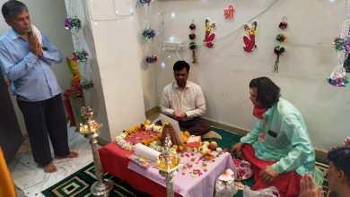 Photo of मंदिर में प्रशासक ने किया महालक्ष्मी पूजन