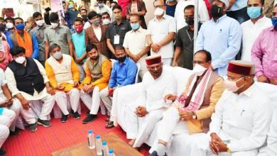 Photo of मुख्यमंत्री ने केंद्रीय मंत्री श्री  गहलोत के घर जाकर शोक प्रकट किया