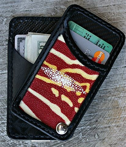 Swiveling Black Wallet With 2 Slots Holding Cards &Amp; Money -- Pivvot From Vvego.com