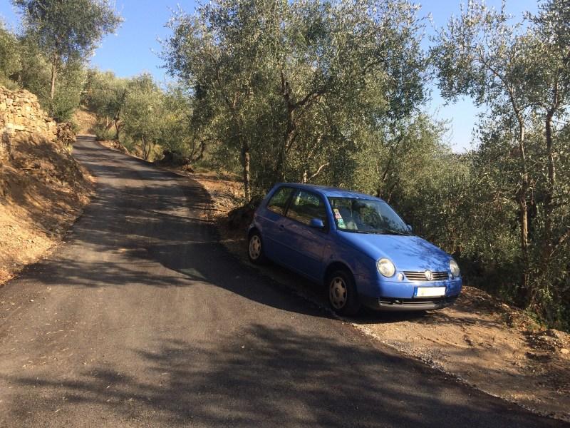 VW Lupo defekt reparieren Sommer Hitze Klimaanlage vorbereiten Italien Reisen Roadtrip Olivenbäume schön