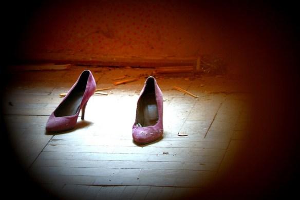 keyhole, shoes, Cristian Iohan Ștefănescu