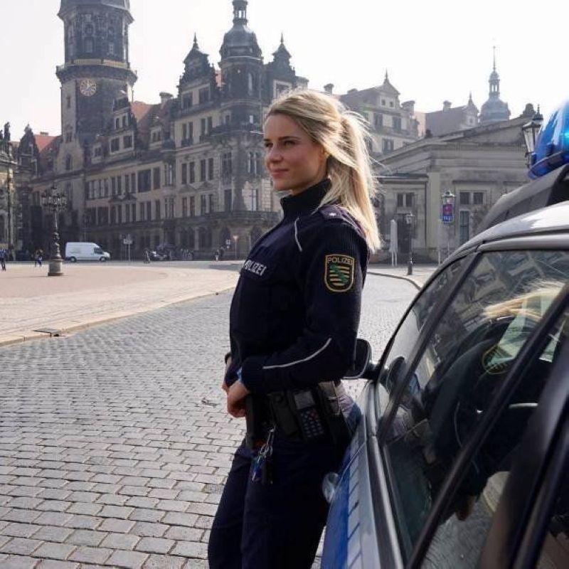 Instagram немецкой девушки-полицейской Адриенны Колешар