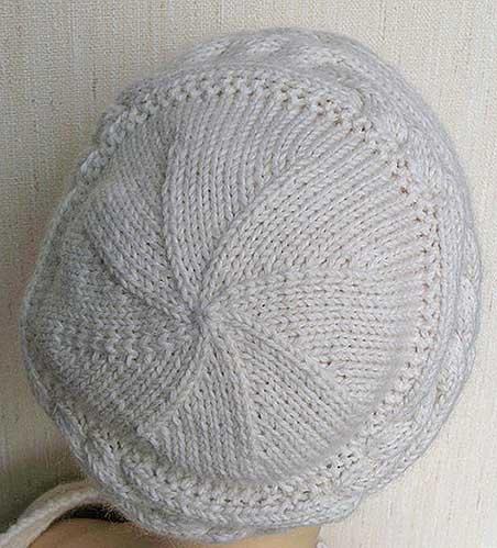 верх шапка поперечные косы спицами